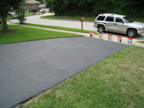 seal_a_driveway_to_prevent_cracks