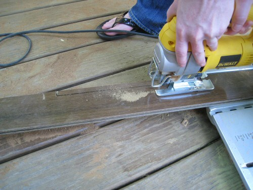 use-a-jigsaw-to-cut-the-hardwood-board
