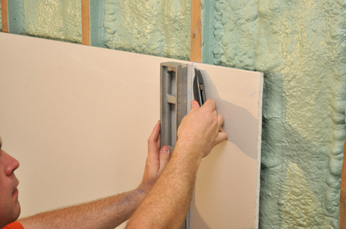 how to cut drywall straight