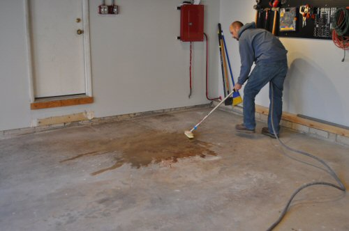How to paint an epoxy concrete floor coating quikrete for How to clean cement floors in house