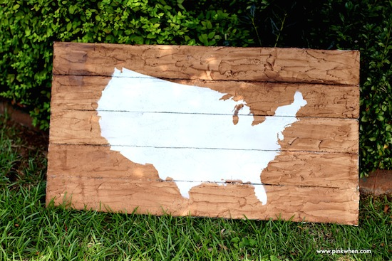 DIY-Faux-Wood-Pallet-Map-Art-from-PinkWhen.com_