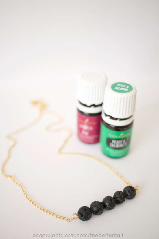 essential-oils-diffuser-necklace-P1420193_2-One-project-closer